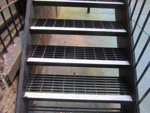 Grating steps steel
